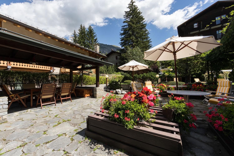Hotel Bouton d'Or - Garden