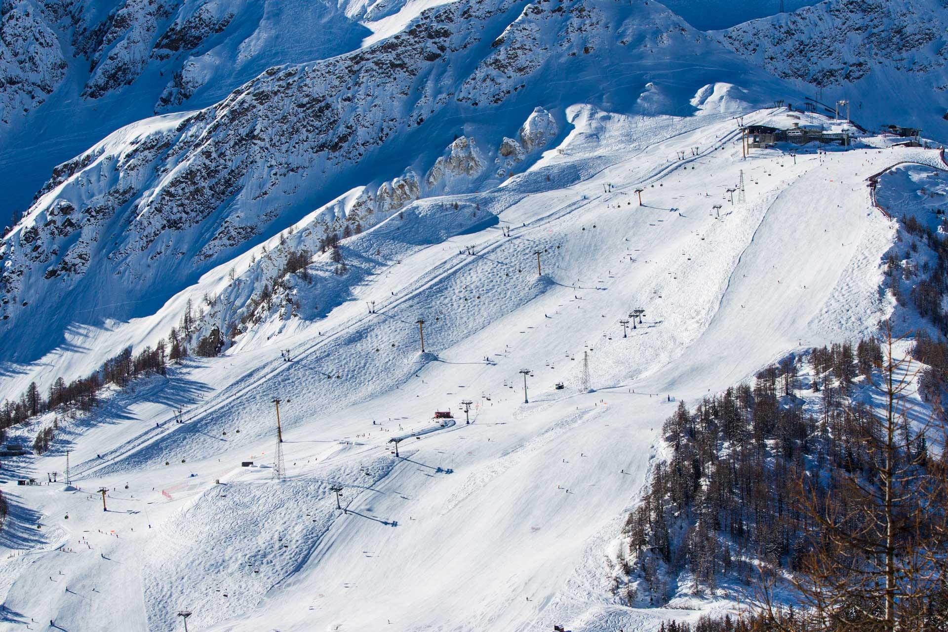 Questo è il comprensorio di Courmayeur, ideale sia con gli sci che con lo snowboard.