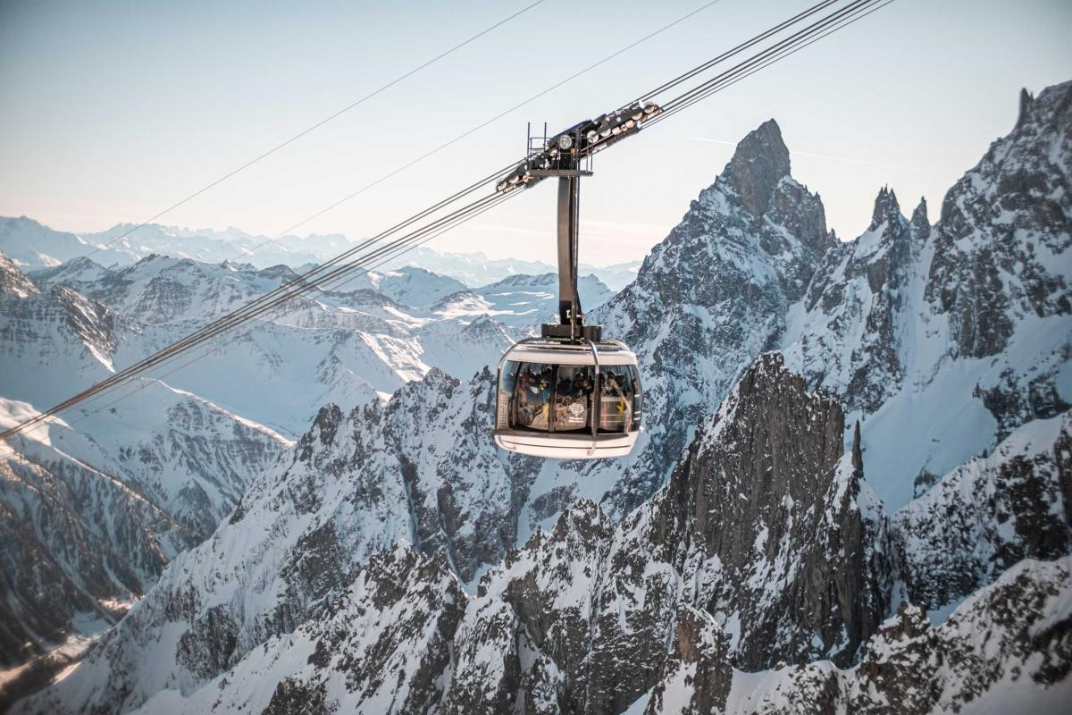 Skyway Monte Bianco is not just a cable car to get to 3,466 meters. It is an idea: to bring man closer to the mountains and the sky, to broaden horizons and overcome borders. Views to explore and the sky to encounter.